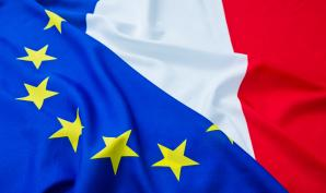 le drapeau français et le drapeau européen seront affichés dans toutes les salles de classe