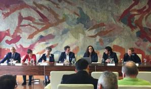 Carla Dugault et Rodrigo Arenas à la mairie de Grenoble lors de la conférence de presse de lancement du congrès